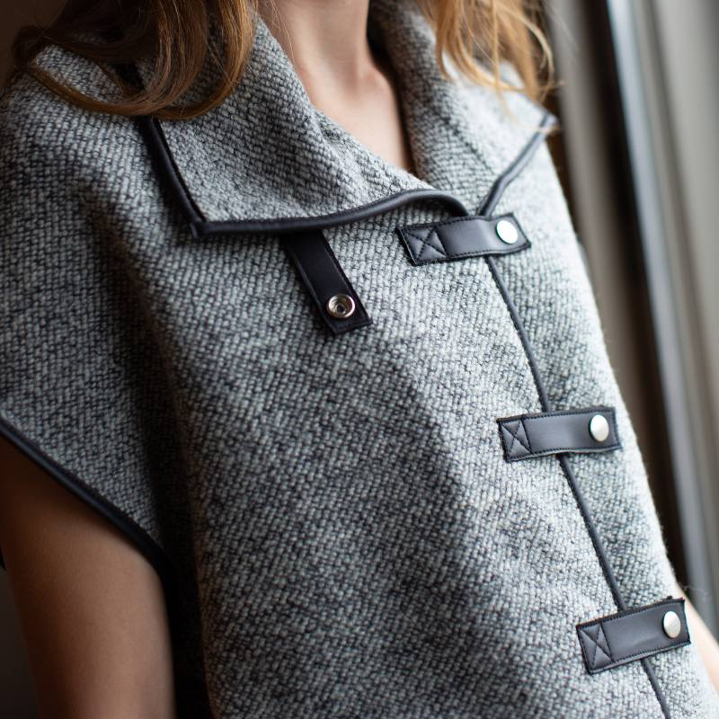 Knitted vest with gray leatherette CO-1008