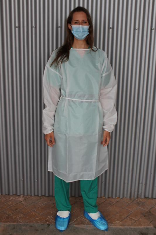Fotografía de la bata quirúrgica lavable en color blanco PR70.