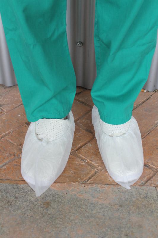 Fotografía de los cubrezapatos desechables blancos 401i D.