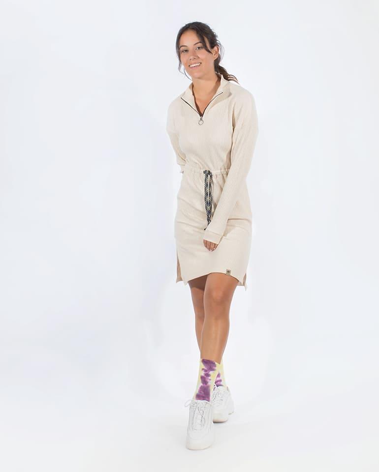 Fotografía del vestido canalé de manga larga de Blue Nattier por delante.