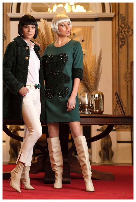 Fotografía del vestido de punto verde y perlas de alta costura.