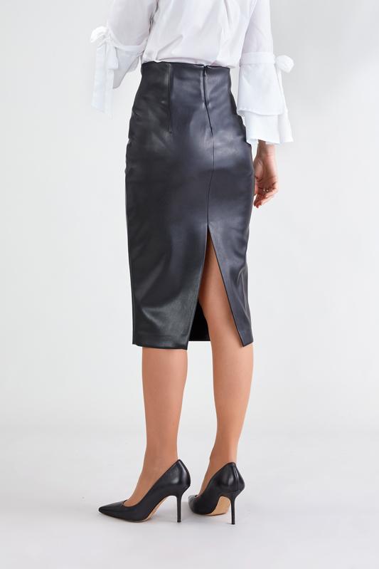 Falda Negra con Abertura 2