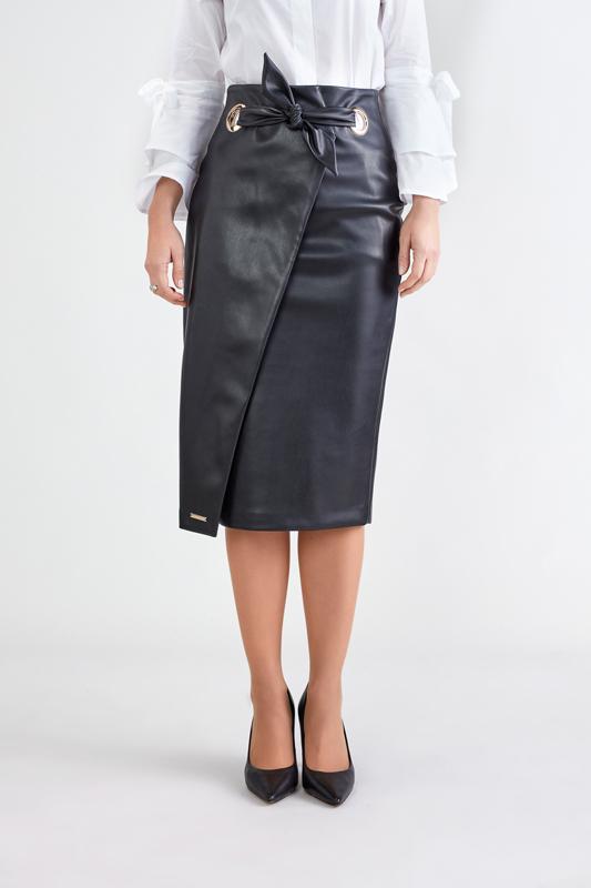 Falda Negra con Abertura 3