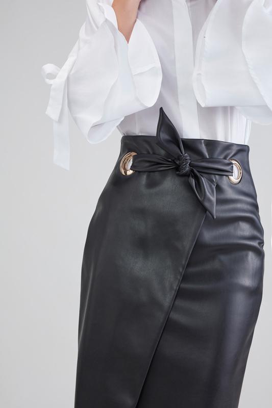 Falda Negra con Abertura 6